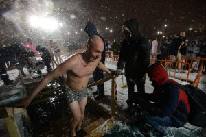 epiphany bathing winter 2016 vladivostok sea water