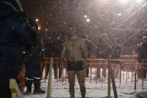 man epiphany bathing vladivostok blizzard snow storm